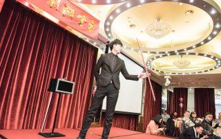 藍羽毛魔術娛樂 | 魔術表演 | 尾牙春酒 | 尾牙表演 | 節慶活動 | 手影表演 | 手影 | 魔術師 | 客製化魔術表演